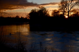 Sunset on the towpath along the Thames